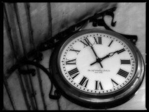 21-tiptoe-clock-photography